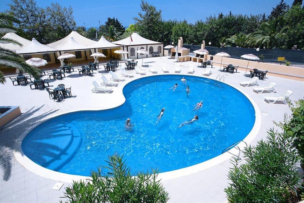 hotel-califfo-quartu-santelena-piscina